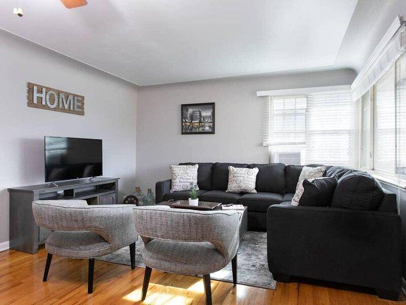 This duplex is a 2 bedroom(s), 1 bathrooms, located in Denver, CO., location de vacances à Glendale