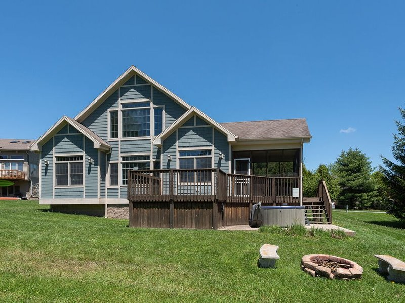 Lake Access Home w/Hot Tub & Fire Pit Close To Wisp Ski Resort!, vacation rental in McHenry
