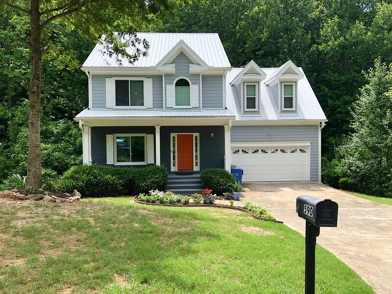 COZY COMFY CRAFTSMAN ENTIRE HOME, holiday rental in Mableton