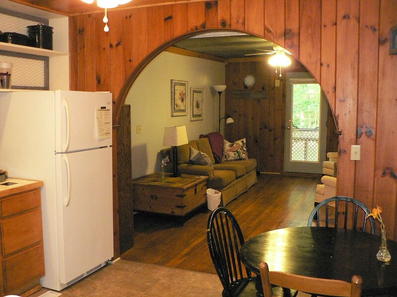 Three Cub Cottage in historic Flat Rock, holiday rental in Flat Rock