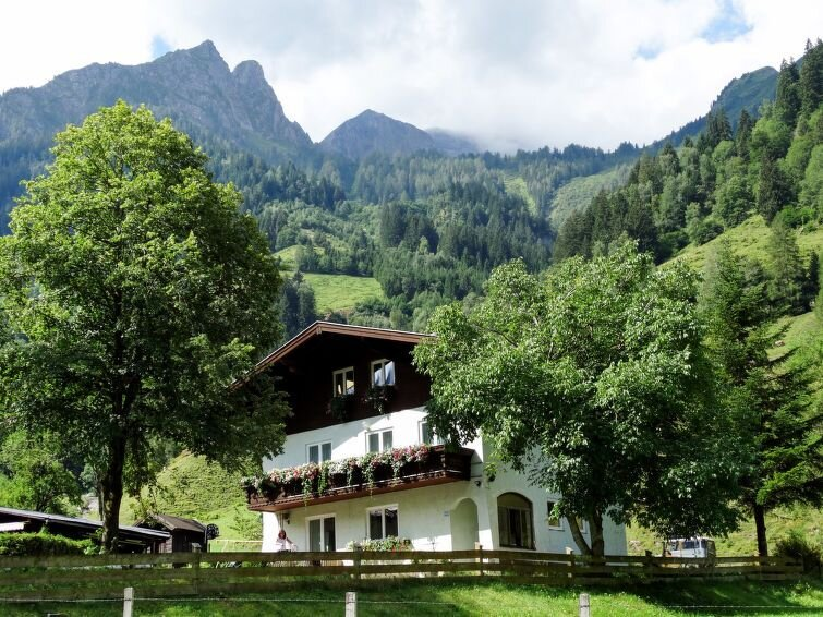 Vacation home Haus Bergfried  in Fusch, Salzburg and surroundings - 22 persons,, casa vacanza a Fusch