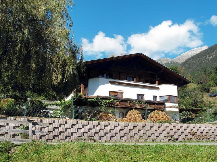 Apartment Haus Siegele  in Grins, Oberinntal - 9 persons, 3 bedrooms, aluguéis de temporada em Grins