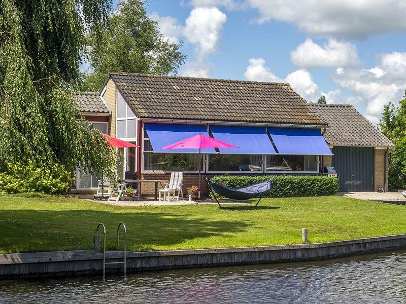 Modern, Spacious, Free Standing, Water Front Villa., location de vacances à Terkaple