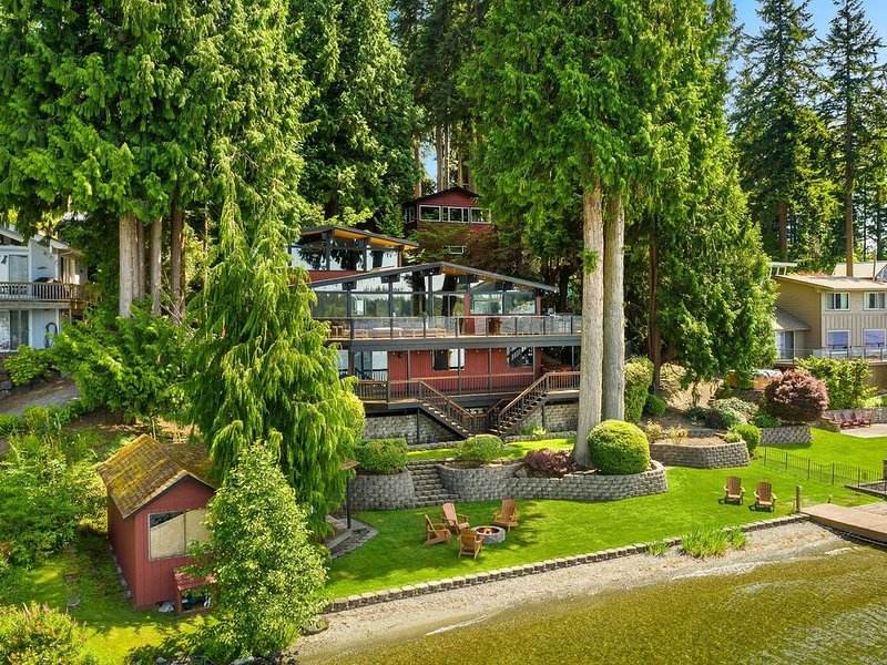 Stunning Pacific Northwest Lakehouse on 100' waterfront near Seattle!, vacation rental in Stanwood