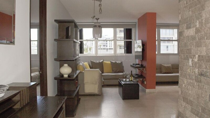 Chef's Delight - Two Bedroom Apartment, Sleeps 6, holiday rental in San Juan