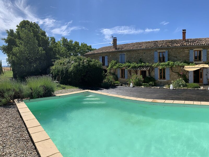 Superbe mas provençal au coeur de la nature, holiday rental in Rochebaudin