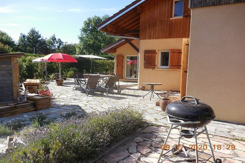 Grande villa familiale, holiday rental in Gilly-sur-Isere