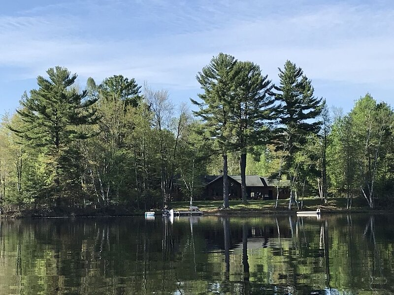 Tomahawk Lakefront Home, holiday rental in Heafford Junction