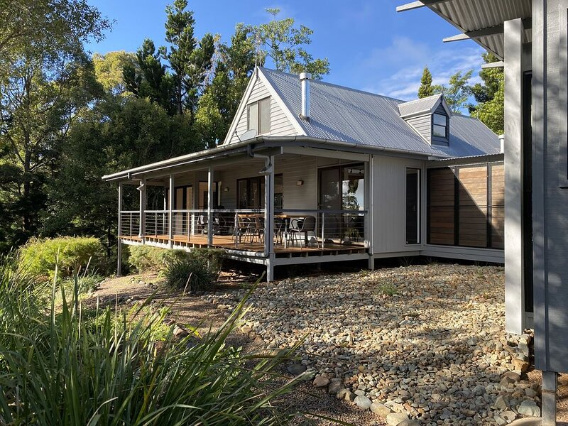 Dovefold : Family Home in  a country setting , 7 minutes from Maleny Town centre – semesterbostad i Maleny
