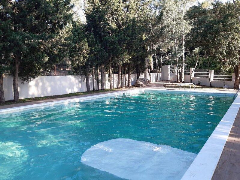 Villa nel parco con piscina, holiday rental in Sinnai