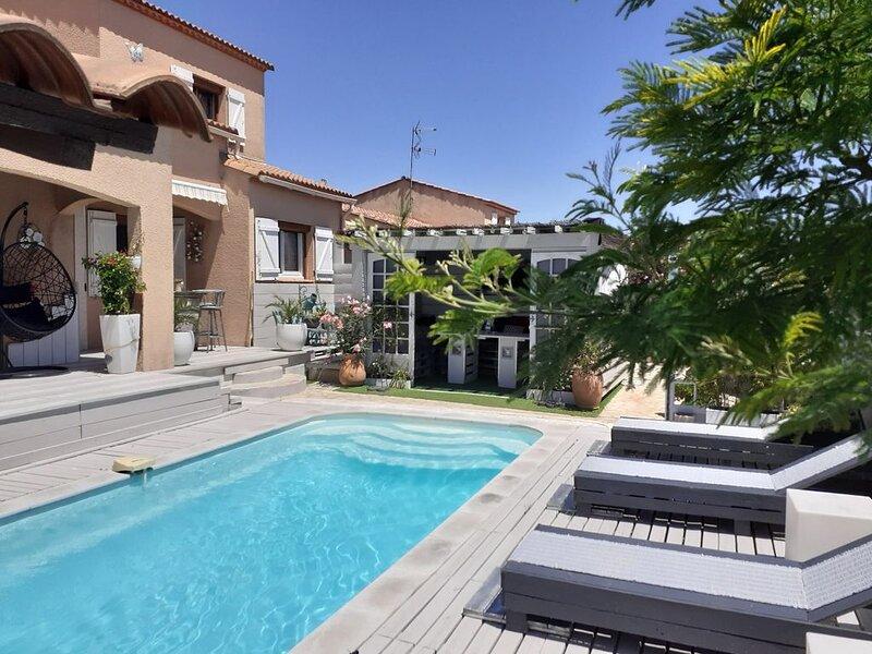 VILLA T5 AVEC PISCINE, location de vacances à Port-de-Bouc