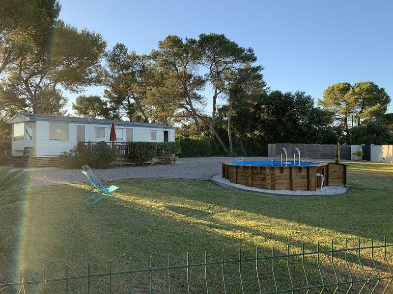 Mobil home au calme sur terrain privé, casa vacanza a Montblanc