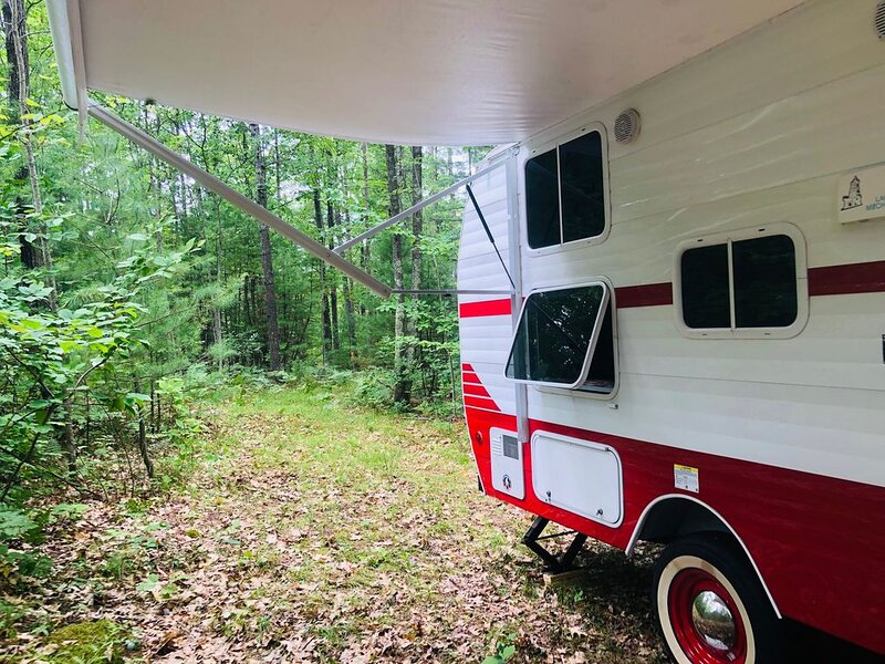 Cozy Camper in the North Woods near the Beaches of Lake Michigan, vacation rental in Kalkaska