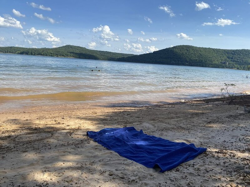 Lake Cabin w/ Beach area on Greers Ferry Lake, holiday rental in Shirley