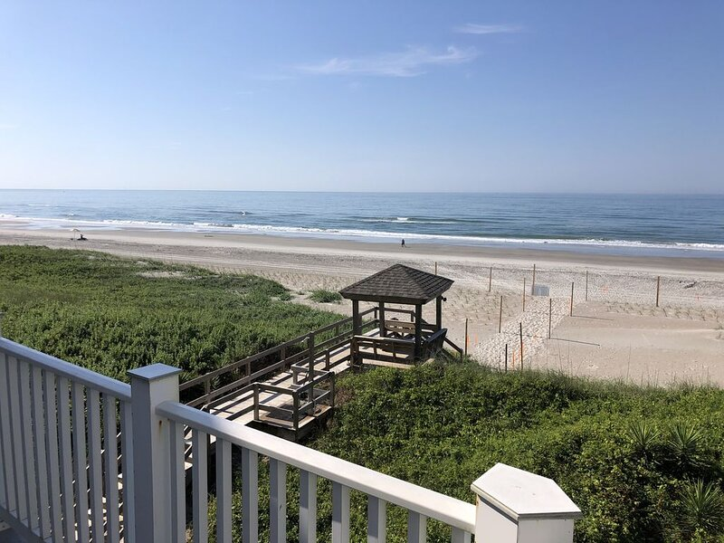 Crystal Coast Atlantic Beach. Oceanfront with private beach access, holiday rental in Atlantic Beach
