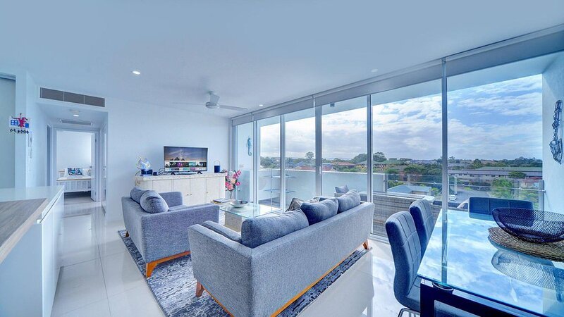 Modern Contemporary Southport Apartment, holiday rental in Pacific Pines