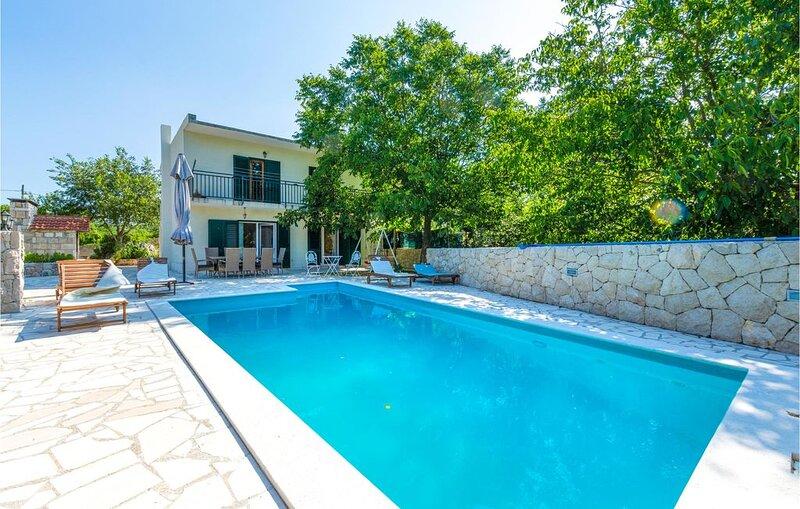 3 Zimmer Unterkunft in Donji Dolac, vacation rental in Vedrine