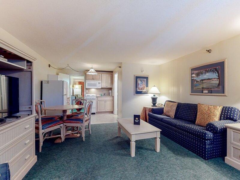 New listing! Coastal gem near the beach w/ shared pool & spacious interior!, holiday rental in Ogunquit