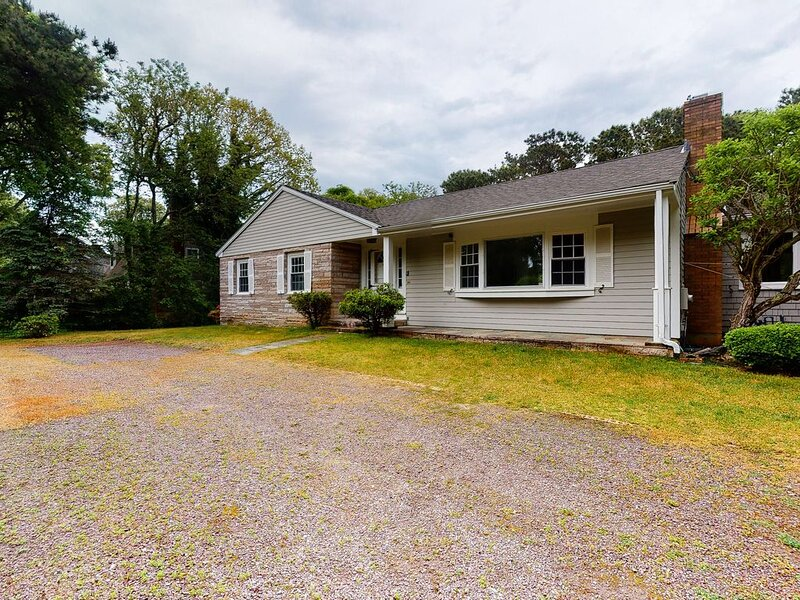 Family home w/ association beach access & elevated deck - 2 small dogs OK!, holiday rental in Harwich