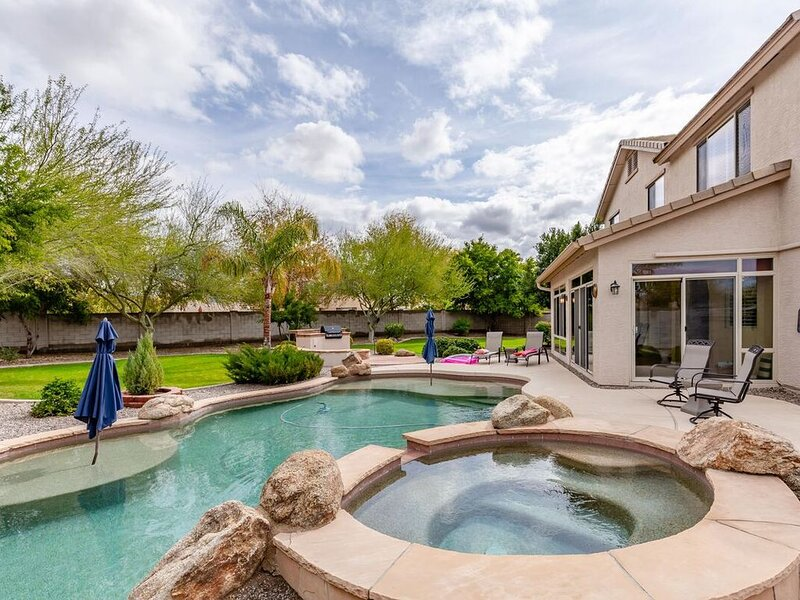 *SANITIZED* The Magic on Midway Luxury Home in Glendale - 5 BR/2.5 Bath/Unique G, vacation rental in Glendale