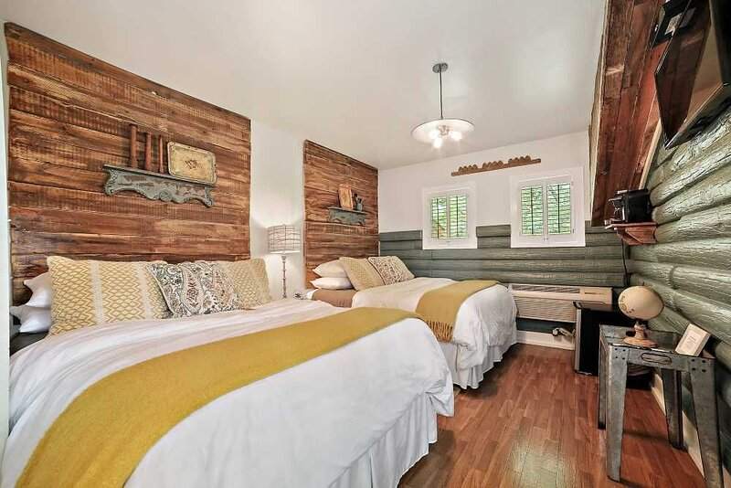 Airy and Bright Creek Side Suite with Shabby Chic Charm, holiday rental in Wimberley