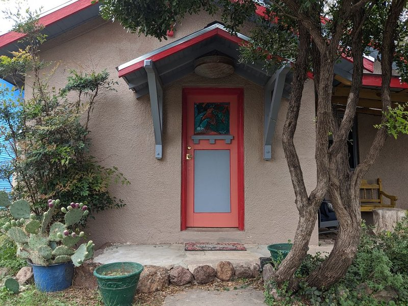 El Nopal Casita-Close to Sul Ross State University, holiday rental in Alpine
