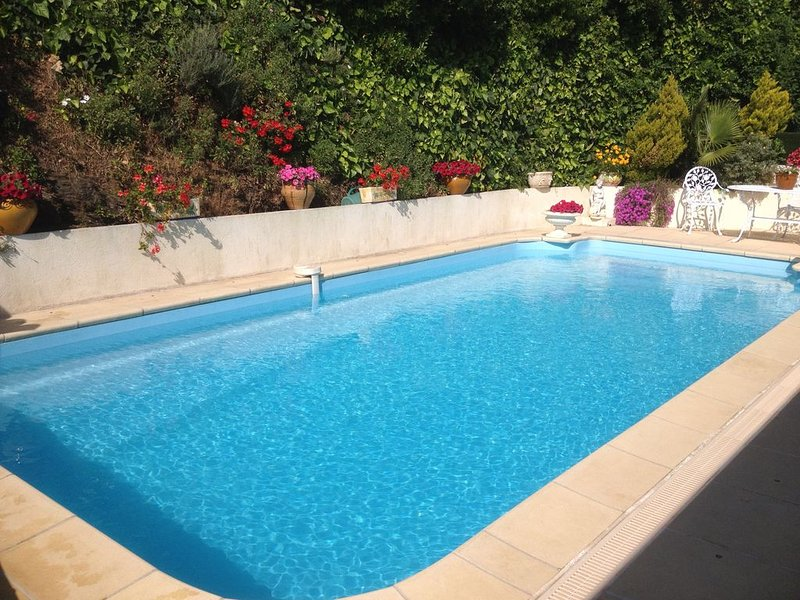 T2 Ground superb villa with sea views near downtown and BEACH CAVALAIRE sea, holiday rental in Cavalaire-Sur-Mer