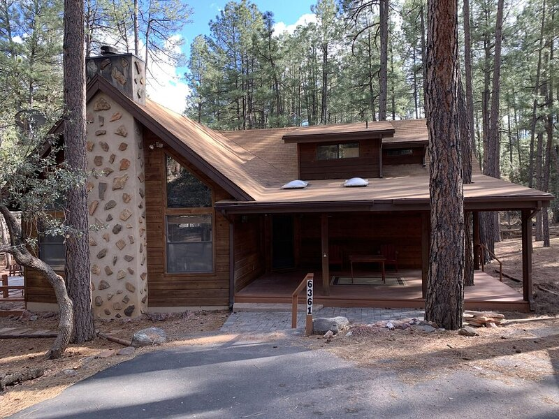 Deer Hollow Cozy Cabin - Newly Renovated!, alquiler vacacional en Star Valley