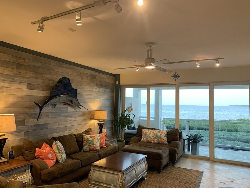 Oceanfront Condo, Water Views From Every Room, Early Check-In, Free WiFi, casa vacanza a Tavernier
