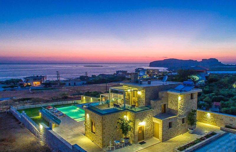Villa Kore | Heated salt water pool, Jacuzzi, next to the beach, vacation rental in Kissamos