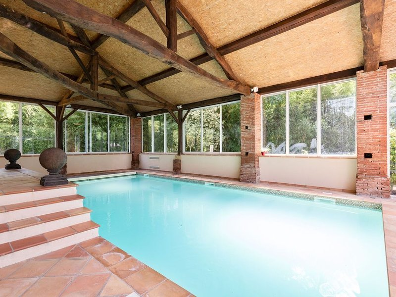 Beautiful Villa in Marquefave with Private Sauna and Pool, vacation rental in Lagardelle-sur-Leze
