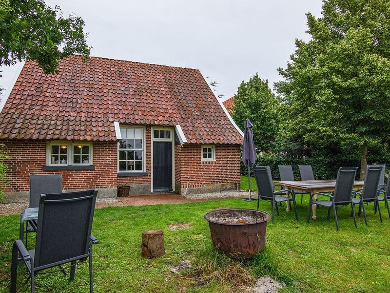 Quaint Farmhouse in Enschede with Terrace, holiday rental in Haaksbergen