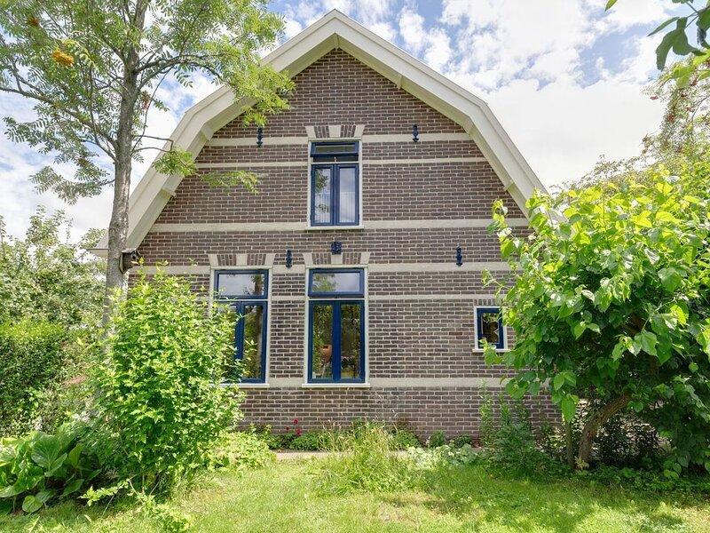 Semi-detached house in North Holland Krabbendam, within cycling distance Schoorl, aluguéis de temporada em Warmenhuizen