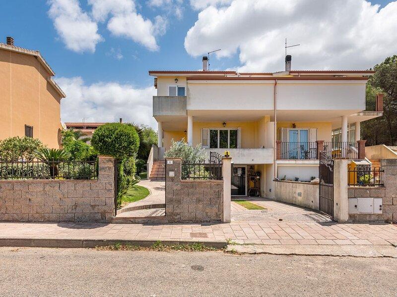 Charmante Ferienwohnung Antana mit privater Terrasse, WLAN und Klimaanlage; Park, holiday rental in Bacu Abis