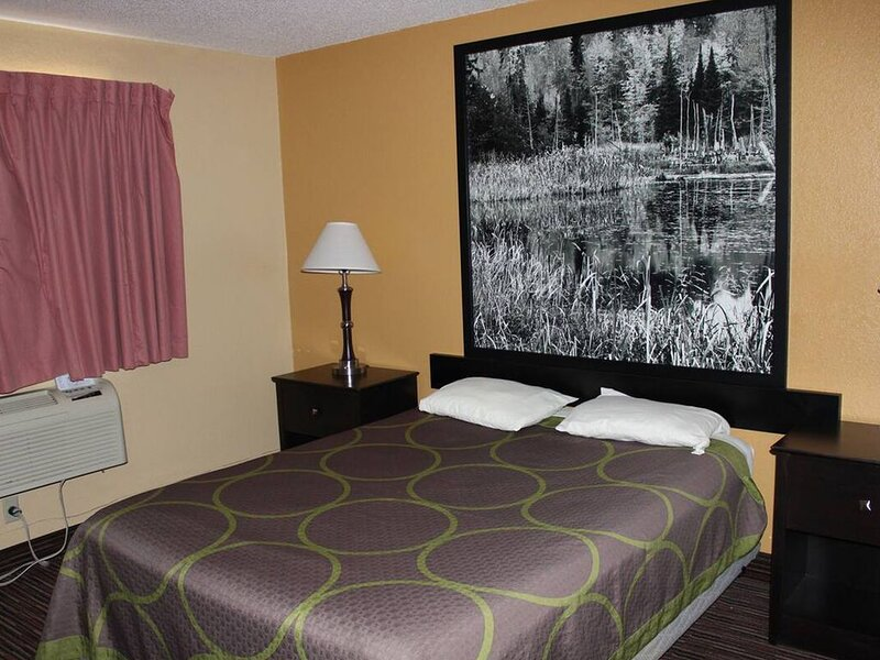 Coratel Inn & Suites Stillwater - 1 King Bed Non-Smoking, holiday rental in Forest Lake