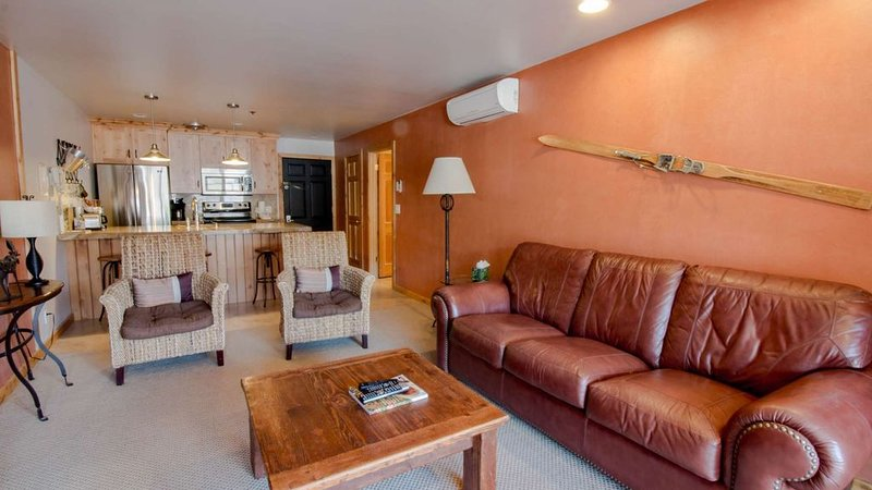 Cozy Treasure Mountain Inn 1 Bedroom with Park City Downtown Views, vacation rental in Park City