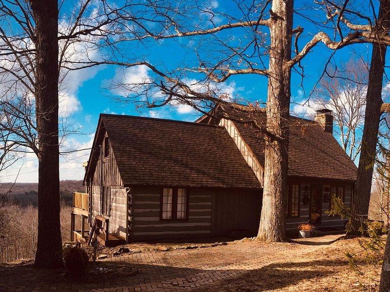 Overlook Log Cabin Rental, vacation rental in Morgantown