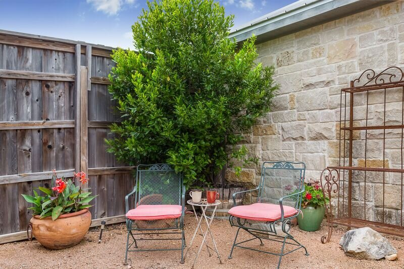 Der Fels Alexander Suite | Close to Town and Wineries | Hot Tub, vacation rental in Fredericksburg
