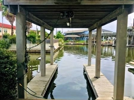 The Serenity Home. Two Bedroom, Two Bath. Three Private Boat Slips. Night Fishin, casa vacanza a Port Mansfield