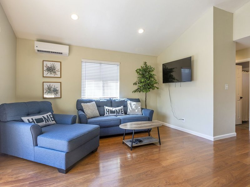 * Marbella Lane - 3BR House | DTWN SJ | Laundry + P, vacation rental in New Almaden