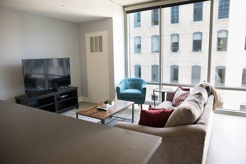 Modern 2BR w/ Balcony in Downtown GR, holiday rental in Grand Rapids