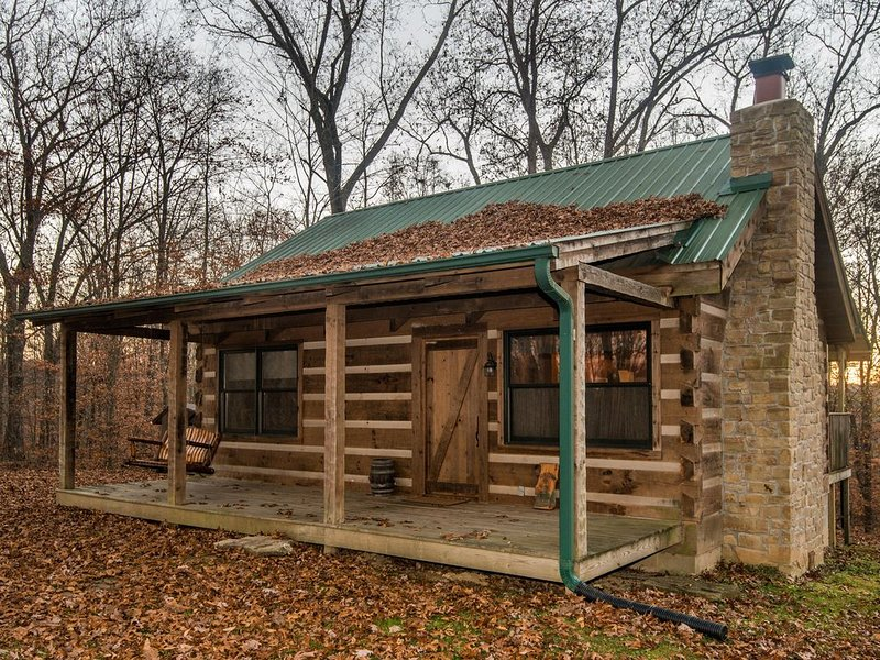 Red Cedar Vacation  Log Cabin, alquiler de vacaciones en Nashville