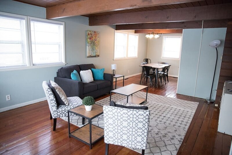 The Superior Cherry Wood Townhome, holiday rental in Grand Rapids