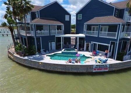 Pelican Point Condo. Three Bedroom, Three and a Half Bath. Private Boat Slip. Co, casa vacanza a Port Mansfield