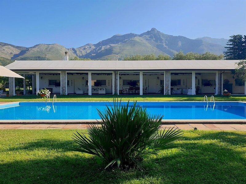IL QUADRIFOGLIO Villetta con piscina a Formia, holiday rental in Castellonorato