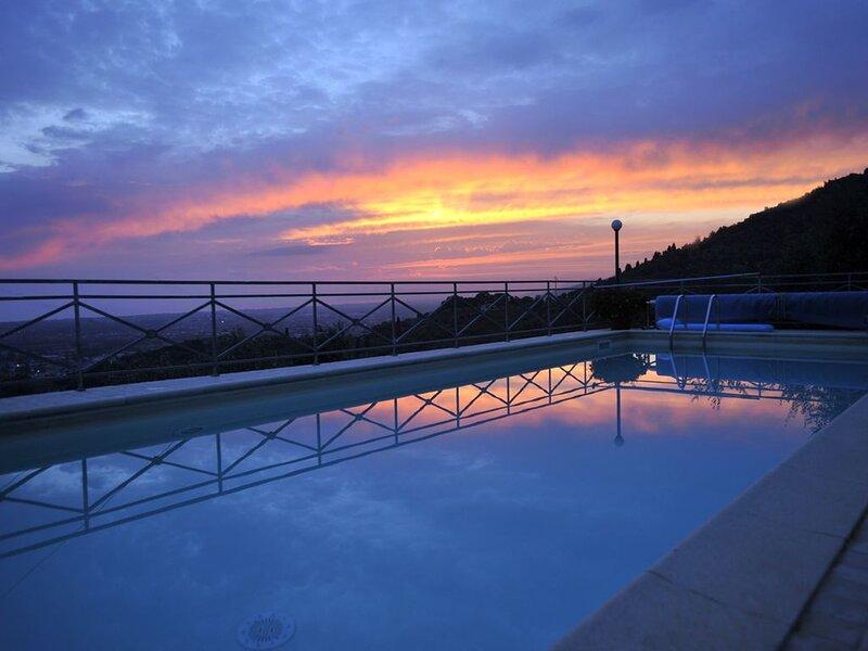 Isola in Versilia, casa vacanza a Valdicastello Carducci