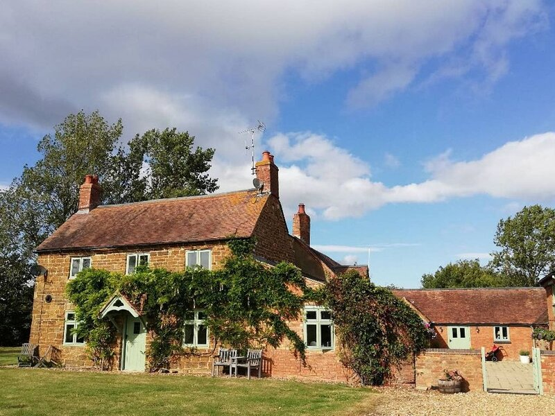'Idyllic Country Suite'  King size bed, Bathroom & Kitchen at  Lower Fields Farm, location de vacances à Eydon