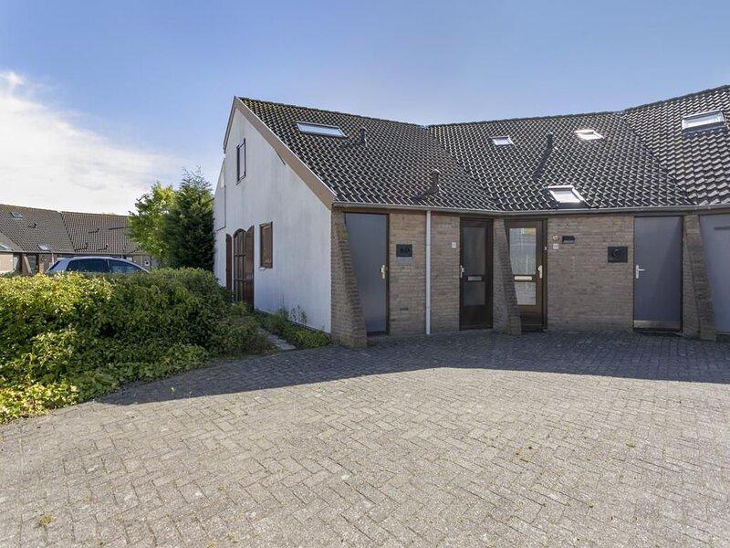Ferienhaus 'Weiße Muschel' - großer Garten - Parkplatz direkt am Haus, holiday rental in Brouwershaven