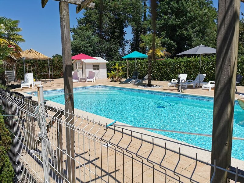 Villa à 30 min des plages avec grande piscine, holiday rental in Hinx