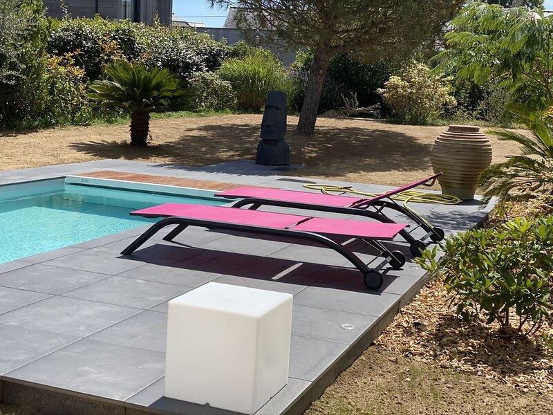 La Baule CHAMBRE HÔTE  «BALI» dune maison contemporaine avec jardin et piscine, holiday rental in Saint Andre des Eaux